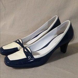 Enzo Angiolini Eahardreet Navy&Cream Patent Heels